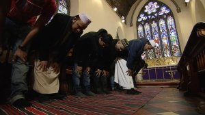 _66643923_muslims_in_church