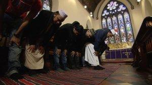 _66643923_muslims_in_church