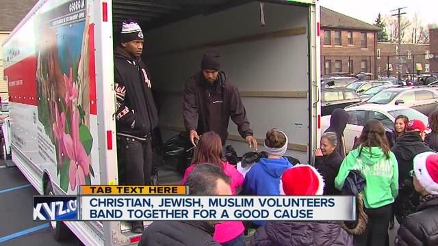 Muslim__Jewish___Christian_volunteers_ba_0_28978418_ver1.0_640_480