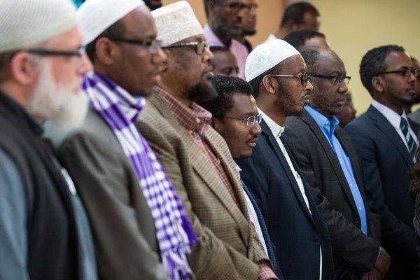 983158_1_0525-Muslim-Somali-prayer_standard