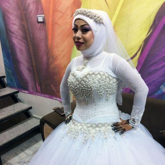_95478557_sally-bride-2_976b
