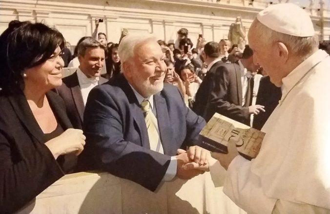 Safi-and-Eman-with-Pope-Francis-1-2016