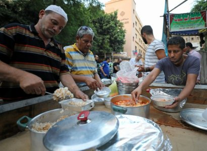 egyptian-christians-muslims-share-ramadan-meals-despite-islamist-violence-2017-6