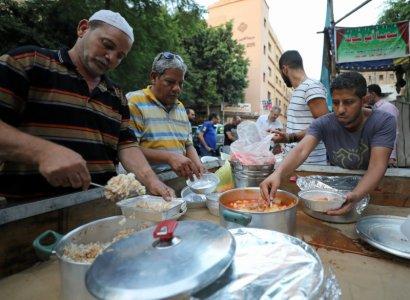 egyptian-christians-muslims-share-ramadan-meals-despite-islamist-violence-2017-6