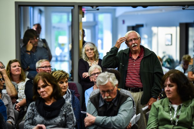 Larry Olson, 74, of Granite Falls, Minn., asks Dr. Ayaz Virji a question during his lecture on Islam at the Granite Falls, Minn., City Hall. MUST CREDIT: Washington Post photo by Salwan Georges