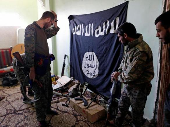 isis-weapons-raqqa-syria