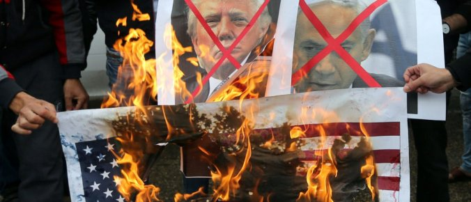 Palestinians-Burn-U.S.-Flags-And-Pictures-Of-President-Trump-e1512578499183