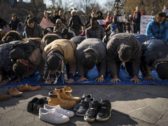 muslims-pray-washington-square-park-protest