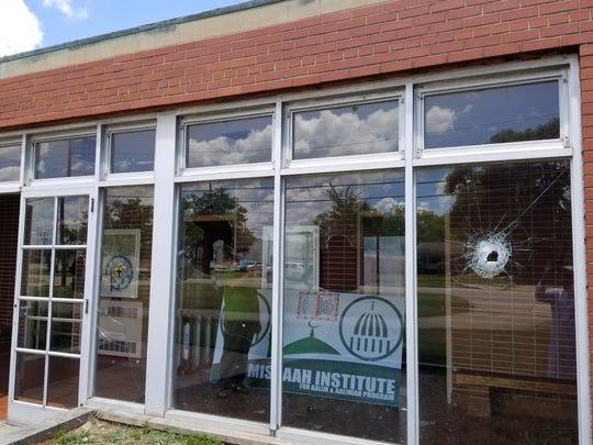 349db462-7f6a-4dfd-bc62-8c7044a427b7-Warren_mosque_windows